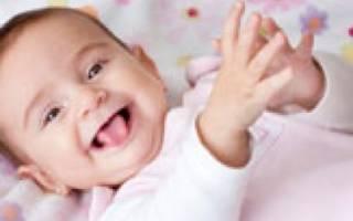 Маленькая уздечка под языком у новорожденного