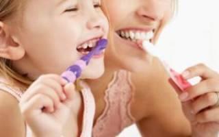 С какого возраста ребенку нужно чистить зубы