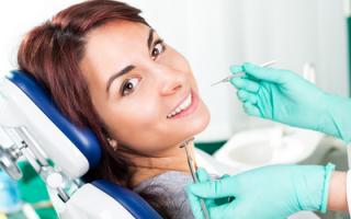 Дырка на переднем зубе